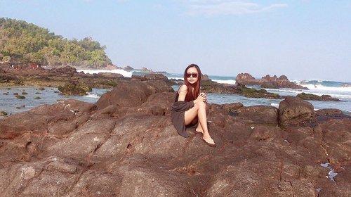 • I like the sound of the waves, but I was afraid of the waves •  #clozetteid #potd #beach #beachstyle #travel #yogyakarta #gunungkidul