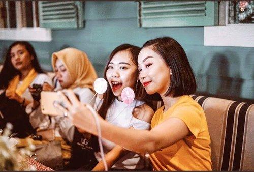 • ^_^ •  #clozetteid #emina #eminacosmetics #eminaplaygroundjogja #eminabeautybestie #bloggersolo #jogjabloggirls #beautyblogger #beautybloggerindonesia