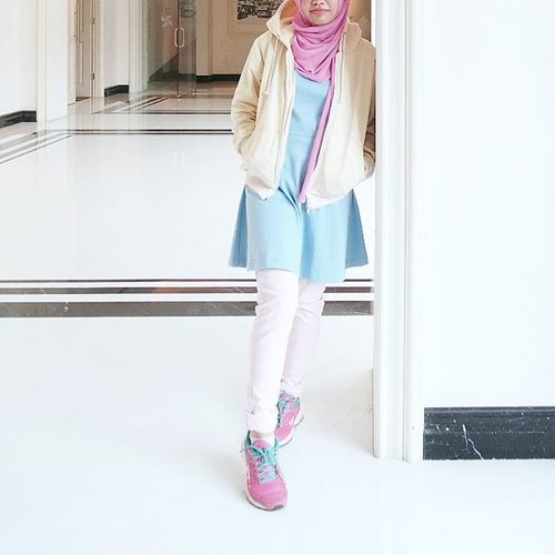 Candy colors among the monochrome🍭  Because I'm the sweetest (, according to him 😜) . . . #clozetteid #shasoutfit #pastel #hijab #sport #sportystyle #hijabioutfit #fblogger #candycolor #ggrep #pastelized #yellow #blue #pink #hijabistyle #themodestymovement #inspo #outfit