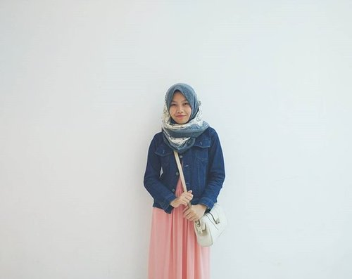 Newest post on the blog: Spasi. Currently, my life is in its own rollercoaster journey. But however life must go on.. I believe there will always be a rainbow coming after a storm. I just have to be patient and work a little more. Hang in there 💃 #ClozetteID #Hijab #Fashionandbeauty #casual #lifestyleblogger #beautyandfashion