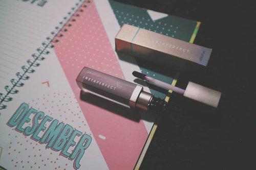 Pecinta warna ungu hayooo ngacung 🙋 Cobain deh Mattesetter Lip Matte Paint shade 05 Hype, warnanya velvety violet gitu ciamik buat kondangan. Swipe left to see the result 👉Lip cream ini bagus banget gak bikin bibir kering. Meskipun gak transferproof tapi warnanya masih staining loh di bibir, cuco pokoknya.Cus baca full reviewnya di snputri.com ❤#wardah #instaperfect #mattesetter #Clozetteid #bandunghijabblogger #bhbmember
