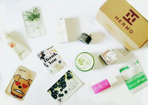So lucky to having this beauty box from @hermoid  I got sooo many beauty products here. Like a, sleeping mask, clay mask, sheet mask, aloe vera gel, and facial foam. I love them 😆  If you want to know the details, please visit my blog here or click in my bio  https://nandatiara.blogspot.co.id/2016/12/unboxing-hermo-beauty-box-review-always.html?m=1  #ClozetteID #ClozetteIDReview #HermoReview #HermoxClozetteIDReview