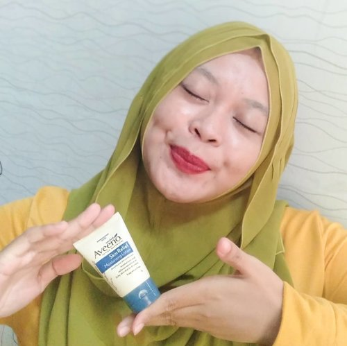 Talk about #skincare for my body, #bodylotion still be my #skincareroutine 🌻  Cuz our body skin feel experience (ever-changing weather) that make skin to be dry, redness, flaky & itchy 🍂 Then I use Skin Relief Moisturizing Lotion by @aveeno_id with oat extract that give our skin to be calming & moisturizing 🌾 What I feel? (After use) 🌼No fragrance 🌼the texture not sticky 🌼easily seeps into the skin 🌼leaves no former anymore. . #aveenoidxbeautyfeatid #1stannivebfid #aveeno #getskinhappy #lfl #clozetteid #BeautyJournal #beauty #love