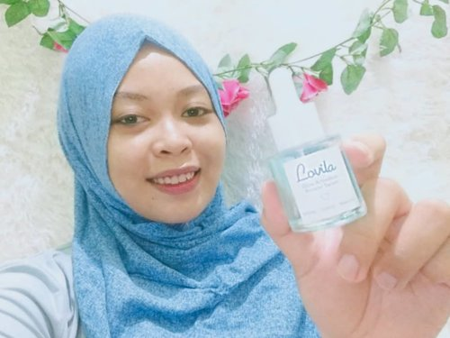 Morning love!💕 I'm gonna tell you my experience of using Lovila Glow Booster Serum after a few days. But a little flash back, I'm so touched with this local brand, because I know how the founder started to build this beauty brand. So inspiring!  So after a few days using @lovilabeauty my skin feels more hydrated than before which that time my skin looks dry & dull🌻  Well~ I'm really enthusiast & happy knowing that Lovila has a sweet packaging with clear glass bottles contains of light blue serum with a pipette applicator that keeps the serum always sterile✨  Honestly, 😍 🌼 Packaging is pretty!!! 🌼 Lovila is good for sensitive skin 🌼 Watee based & easily absorbed 🌼 Brighten, nourish, & maintain healthy skin 🌼 Calming the acne irritation & redness 🌼 Hydrates & moisturizes soft skin 😔 Important! Becareful when you put this product, because the packaging is made of glass bottles that are vulnerable to breaking.  Ingredient: Cica, licorice, butylene glycol, glycerin, sodium hyaluronate & niacinimide. 💸 IDR 125k  Wish you enjoy the video, girls! 😍 Btw don't forget to join my #Giveaway in another post of @laksmipaopao  #glowisourglow  #lovilabeauty  #bhsxlovilabeauty #ClozetteID #skincare #skincareroutine #tiktok #like #tiktok #Love #likee #beautytips #tutorialmakeupnatural  #cantik #cchannelbeautyid #inspirasicantik #hijabcantik #inspirasicantikmu #lfl #l4l #tampilcantik #dirumahaja #ragamkecantikan #naturallook #wakeupbeauty  #makeuptutorial