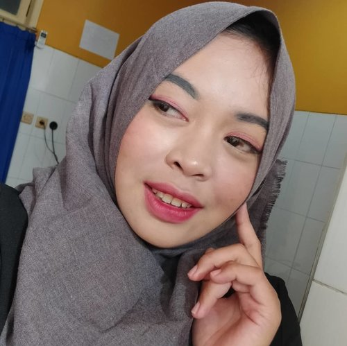 Today #flawlesslook No edit & super coverage..I find #beautyhack just only using liquid foundation @innisfreeindonesia Powder @maybelline Setting spray @nyxcosmetics_indonesiaAnother.. Who make it perfectToner @skin1004indonesiaSun serum @nivea_idEyeliner @wardahbeauty Duo Lip cream @evi_cosmetic .#theshonetinsiders #Clozetteid #lemoninfluencer #beautyhousesquad #beautytips #todaylook #beautybloggers