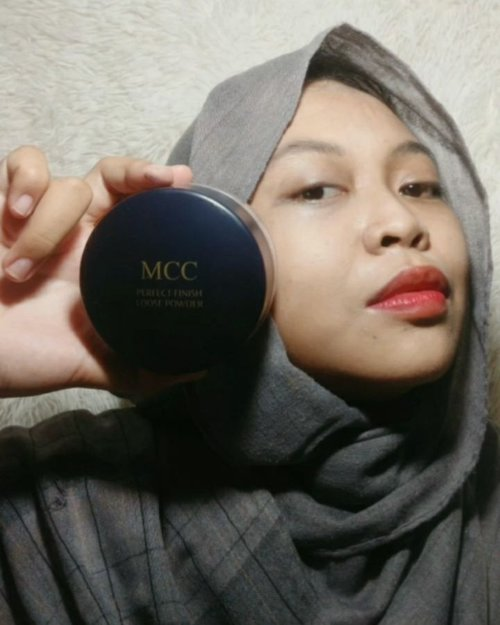 "🎁GIVEAWAY ALERT🎁UwU~ I'm so happy, dibolehin membagikan 1 #SuperLightSuperBIG MCC K-Loose Powder ""KHUSUS teman² FOLLOWERS Laksmipaopao.B'coz here my lovely Korean loose powder yg sangat memperhatikan kualitas, teksturnya yg soft, light & sebum control powder.*Beauty hack info, cocok untuk bikin tampilan Matte after make up use.How to join? ✨Wajib Follow @Laksmipaopao @kallala.official & @mcc.indonesia.official✨Comment ""Mau ✋"" sebanyak²nya.✨Aktif like, comment & share di 5 postingan terakhir.Periode giveaway 24-27 April 2021 & pemenangnya will be announced on 29 April 2021.Gampang kan? Let's join & Good luck sweety!!!#KLoosePowder #StayLongStayConfident #MCCLoosePowder #clozetteidpotw #ClozetteID"