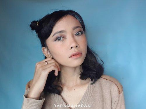 Selamat sore dari oren oren.. . . . #raramaharaniselftouch #makeuplovers #makeupjunkie #makeupaddict #BeautygoersID #beautysquad #beautycollabid #setterspace #beautychannelid #indobeautygram #indobeautysquad #beautysquad #bloggirlsid #beautybloggers #beautybloggerindonesia #inspirasimakeup #tampilcantik #ragamkecantikan #selfmakeup #bloggerperempuan #clozetteid