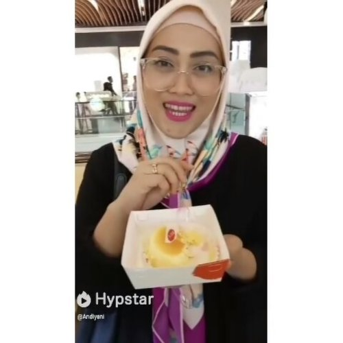 How I enjoying @kibocheese the most delicious molten cheese cake on this beautiful planet! 😍  #Clozetteid #Kibocheese #Kibomoltencheesecake #moltencheesecake #ClozetteidReview #instafood #foodgasm #foodporn #stylediary #andiyaniachmad #socialmediaqueen #lifestyleblogger #video #doyanjajan #hypstar #hypstarapp #hypstarindonesia #hypstargeneration #indovidgram