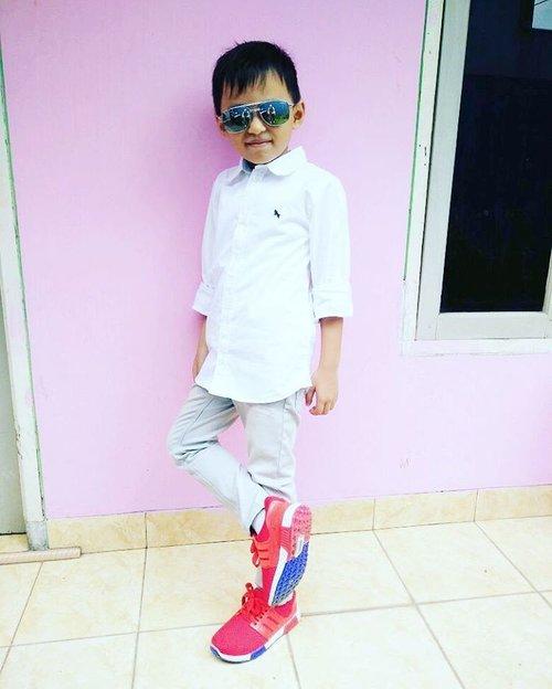 Bun, Darell ganteng kan Bun? Iyein aja dah, anak ndiri juga kan ye 😁✌😞 #ootdkidsindo #kidstyles #kidsofinstagram #coolkids #darelladhibrata #clozetteid #motherhood #fashionkids