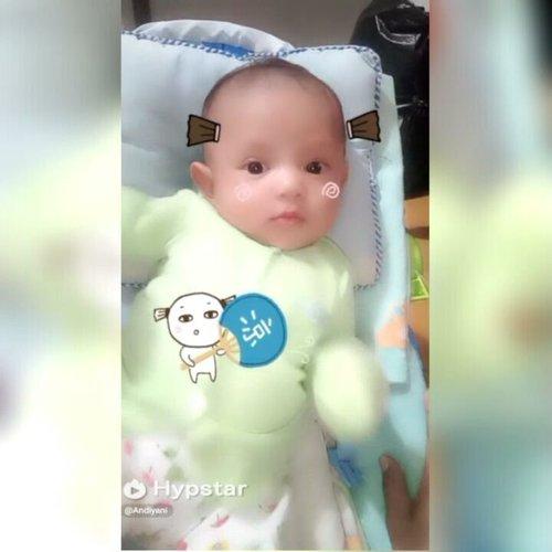 Tergemas 2017 😍😍😍 Bikin video 15detik di @hypstar.indonesia @hypstarofficial gemesiin banget, karena ada sticker super gemaayy ini. Bahan percobaannya tentu Baby Kai laahh 😂😂😅 #hypstarapp #hypstarid #hypstarindonesia #clozetteid #babyboy #cutebaby #cutenessoverload