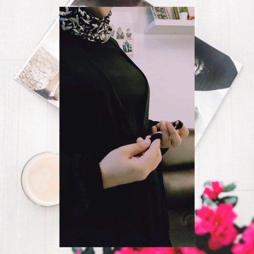 TEST TEST ... BESOK FIX HAPUS BEB! 😁Gak pede akutuh sebenernya bikin video ala-ala fashion reviewer gituh, secara badan lebar-lega-tambun gini kan yaa.. Tak sedaplah dipandang 😋Meski yang videoin suamik, tetep aje kaku hasilnya ye kan .. So, test aje post dulu, besok apus deh 😅#clozetteid #fashionblogger #hijabootd