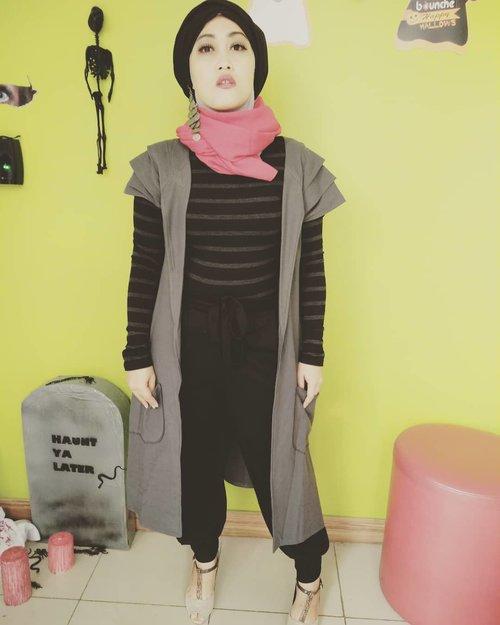 In the mood of #halloweencostume 😁 poto lama ini beb... #clozetteid #halloweenmakeup #halloween🎃 #ootd #hijabstyle #turbanstyle #andiyaniachmad #ootd
