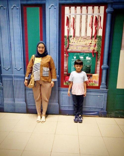 Selamat Hari Batik Nasional 😊  Bunda's outfit: tops & pleats pants by @fixpose 💋  Darell's outfit: tops by @gingersnapsindo Pants by @hm & shoes by @newbalance  #clozetteid #mommyblogger #momandson #socialmediamom #haribatiknasional2017 #lifestyleblogger #kidsofinstagram #ootd #DarellAdhibrata #kidsfashion #kidsstylezz #momlife #hijabstyle #hijabfashion