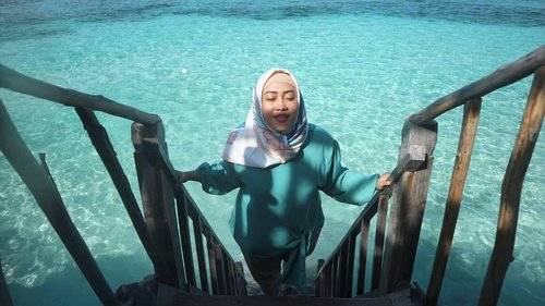 🌊☀💕💋 #bulukumbahits #bulukumba #clozetteid #birabeach #tanjungbirabeach #travelwithstyle #hijabtraveler #indonesiabagus #stylediary #andiyaniachmad #socialmediaqueen #sundayvibes #lifestyleblogger #canonm10