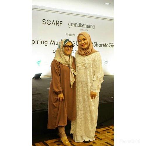 Akhirnya bisa bersua sama mba @roswithajassin setelah beberapa kali janjian 😅 dan bersuanya di event @scarf_magz award, most inspiring muslimah 💞#clozetteid #ihbcommunity #ihblogger #friendship #hijab #love #fashion #socialmediaqueen #andiyaniachmad