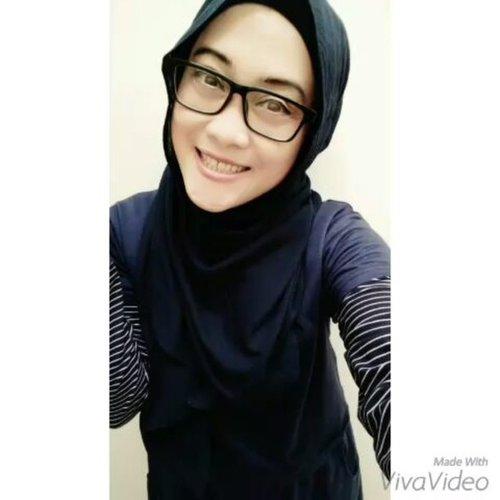 Iseng ✌😅 Night night all 😘#stylediary #bloggerlife #lifestyleblogger #clozetteid #hijabstyle #vivavideo #justforfun #manyme #selfie #andiyanipics