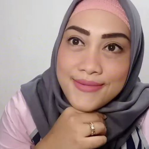 A simple daily make up tutorial by me who not so expert in doing make up things 🙏🏻😊 Eye brow, BB Cream, Eye Liner, Lip Cream Matte by @wardahbeauty Mascara by @pixycosmetics  Bedak by maybelline  Blush on by witch pouch  #makeuptutorial #tutorialmakeup #dailymakeup #dailymakeuplook #andiyaniachmad #clozetteid #socialmediamom #lifestyleblogger #mommyblogger #makeup #wardahbeauty #wardahexclusivemattelipcream