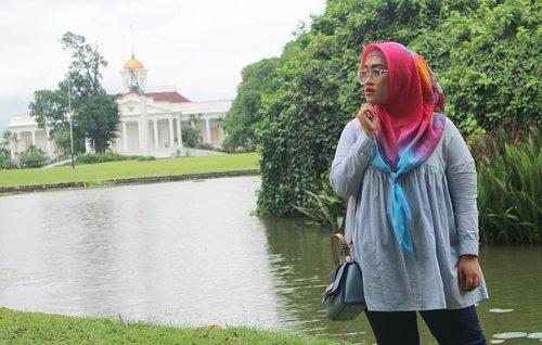 #UpdateBlogYang norak (yaitu akyu), baru pertama kali ke Kebun Raya Bogor. Jaman pacaran mah mane pernah noh diajakin ngapel (((ngapelllll))) di Kebun Raya Bogor. 🤣Cerita kenorakan akyu, Darell dan pak suami ngebolang ke Kebun Raya Bogor ada di sini beb: http://www.andiyaniachmad.com/2018/02/ngebolang-ke-kebun-raya-bogor.html padahal udah bikin pidionya, eh ngilang masa pidionya, duh ah, kzl anet deh, lah napa curhat 😅#kebunrayabogor #bogorbotanicalgarden #clozetteid #lifestyleblogger #stylediary #andiyaniachmad #socialmediaqueen #canonm10