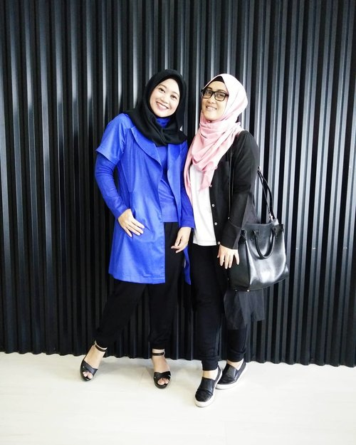 1st time meeting @lisna_dwi #tbt, she was wearing full makeup with her red lips. While me, wearing 0, zero, no makeup 😅 Jadi tau kan siapa yang racunin eike buat makeup? 🙄😝 #clozetteid #bestfriendgoals #friendwithbenefits #lifestyleblogger #tuesdaymood #temendemenracuninmakeup #2016