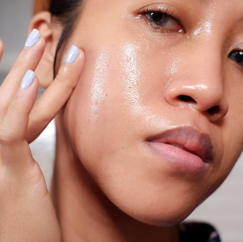 Skincare itu nggak harus mahal, kecocotan adalah yg utama. Seneng banget kalau nemu produk yang cocok, affordable, hasilnya pun keliatan banget. --- Di www.monicaagustami.com lagi ada blogpost baru loh! Review sekaligus pengalaman penggunaan @aubree.skin Niacinamide Skin Booster selama 1 bulan. --- Link ada di bio 🥰 --- #clozetteid #bloggerperempuan #jogjabloggirls #review #beautybloggers #beautybloggers #skincareroutine #beauty