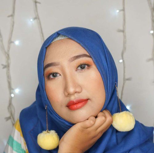 Try to pose like dedek-dedek gemes but my aura always make it seems as tante-tante or ibu-ibu. 🙄.#ClozetteID #hijab #makeup #simplemakeuplook #naturalmakeup #naturalmakeuplook #DiaryBeautyHilda #HildaIkkaDandan #beautiesquad #beautybloggerIndonesia #indobeautygram #tampilcantik #inspirasicantikmu