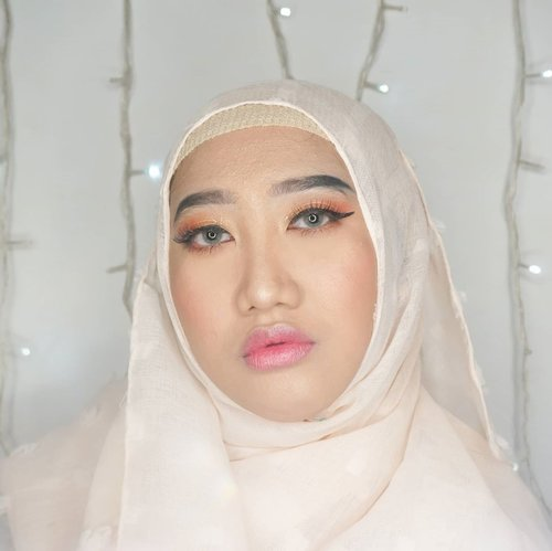 Belum sempet main makeup lagi, jadi upload foto ini aja dulu lah. 🤣 - Me duplicating Lisa Blackpink on 'How You Like That' MV 👀 - #ClozetteID #hijab #makeup #DiaryBeautyHilda #HildaIkkaDandan #beautygram #indobeautygram #beautycontentcreator #beautybloggerIndonesia #makeuprecreation #makeupideas #koreanmakeup #koreaninspired #kpopinspired #kpopidol #makeupinspo #makeuplook #MOTD #blinks #blackpink #blackpinkmakeup