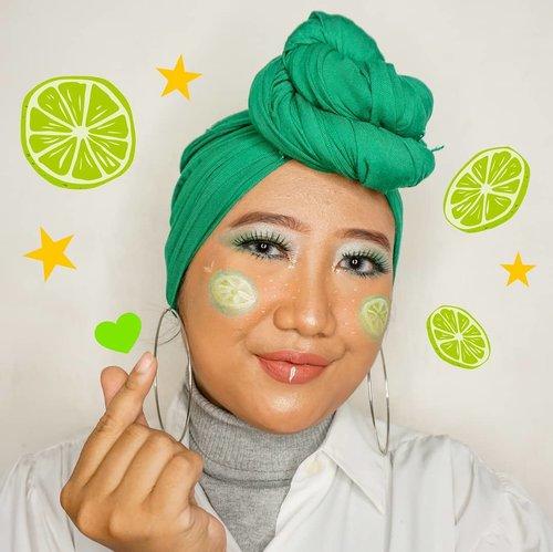 Sefruit inspiresyen bagi yang barangkali bosan jadi manusia, mau jadi buah-buahan aja. 🙆🏻♀️🍋.Udah separo perjalanan untuk #MindysRainbowChallenge dengan #makeuplook hijau ini. Aslik ini pertama kalinya aku dandan pake warna ijo. Nyesel baru cobain sekarang karena warna ijo tuh cakeppppp. 😭 Pokoknya wishlist makeup berikutnya eyeshadow palette warna hijau (dan kuning)!.Btw ini aku pake eyeshadow-nya Wet n Wild, asli gak nyangka ternyata beneran bagus dan pigmented! Emang sih aku pernah nemu beberapa beauty blogger yang menyebutkan kalo eyeshadow Wet n Wild itu kece, cuma baru kesampean beli sekarang. 💁🏻♀️.#ClozetteID #hijab #makeup #greenmakeuplook #GreenMakeup #artmakeup #wetnwild #indobeautygram #HildaIkkaDandan #tampilcantik