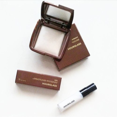 I have undying love for @hourglasscosmetics 😚❤ Their Ambient Lighting Powder and Blush are simply the best finishing powder and blush I've ever used, no kidding👌.Repurchased one of my old time favorites, the Veil Mineral Primer 😘 I just love how it filled in my pores and smoothened the areas around my nose and chin. Of course, I didn't apply to my whole face hence my dry skin 🤔 A little definitely goes a long the way. Got the travel size instead since I was never able to finish up the full size even after the expiry date #learntmylesson Great product, still love it! 😘.Love my Ambient Lighting Palette so much that I had to get the single, full size powder. Been eyeing 'Ethereal Light' for so long and glad that I got it. A very beautiful powder with great formula and a perfect shade for me. I used it as finishing powder when I needed to amp up the natural-looking glow on my skin. Trust me, you can never go wrong with them, as long as you picked up the right shades 😁
