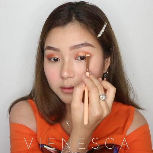 Orange makeup is available here🙌🏻 Who loves orange? They say orange is the happiest color, hmm isn't it?🤔 🍊 @nivea_id Sun Face Serum 🍊 @wardahbeauty Instaperfect BB Cushion 🍊 @altheakorea Flawless Creamy Concealer 🍊 @jafracosmetics Creme Blush On #peony 🍊 @beccacosmetics Créme Highlighter 🍊 @etudehouseofficial Zero Sebum Powder 🍊 @fanbocosmetics Eyebrow Pencil 🍊 @hm Natural Bronze 🍊 @ginaglamindonesia Eye Eyeshadow 🍊 @mizzucosmetics Perfect Wear Eyeliner 🍊 @clio_official Chic Matte Volume Cara 🍊 @sheherhers.id Lip Matte #charm 🍊 @jafracosmetics Liquid Matte Lipstick #truekiss 🍊 @lushcosmetics Eau Roma Water 🎶 @whydontwemusic - Unbelievable . . . . Produk jafra bisa dibeli di @herlina_elinarasya distributor langsung😍 @cchannel_beauty @cchannel_id @inspirasi_cantikmu @selalucantik.id @bunnyneedsmakeup @ragam_kecantikan @100daysofmakeup @bvlogger.id @bloggirls.id @zonamakeup.id @tampilcantik @indobeautygram @indobeautysquad @bloggermafia @tutorialmakeupkece  #makeupideas #makeuplooks #makeuptutorial #makeuptransformation #makeuptime #clozetteid #beautyvlogger #beautyvloggerindonesia #partymakeup #tutorialmakeup #orangemakeup #inspirasicantikmu #beautyvideos #tutorial #orange #1minutemakeup #makeupvideos #indobeautysquad #koreanmakeup #koreanmakeuptutorial