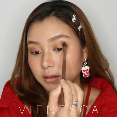 "<div class=""photoCaption"">Name this look, please😂 makeup cocacola(?)<br /> Product used:<br /> 🥤 @sendayu.tinggi.my shimmer cream<br /> 🥤 @kaneboofficial media cream foundation<br /> 🥤 @maccosmetics studiofix<br /> 🥤 @hm cosmetics eyebrow pencil<br /> 🥤 @hm beauty bronzer<br /> 🥤 @sephoraidn colorful blush<br /> 🥤 @lakmemakeup moon-lit highlighter<br /> 🥤 @luxcrime_id golden eyes pallete<br /> 🥤 @sariayu_mt trend moistpome eyeshadow pallete<br /> 🥤 @maybelline X @gigihadid eyeliner<br /> 🥤 @essencemakeup i love extreme mascara<br /> 🥤 @artisanpro 6776<br /> 🥤 @narsissist firework lipcream<br /> 🥤 @peripera_official lip ink rapid heartbeat<br /> 🎶 @lauvsongs I'm so tired<br /> .<br /> .<br /> .<br /> .<br /> .<br /> @zonamakeup.id @tampilcantik @inspirasi_cantikmu @cchannel_id @cchannel_beauty_id @indobeautygram @indovidgram @100daysofmakeup @bunnyneedsmakeup <br />  <a class=""pink-url"" target=""_blank"" href=""http://m.clozette.co.id/search/query?term=makeuptutorial&siteseach=Submit"">#makeuptutorial</a>  <a class=""pink-url"" target=""_blank"" href=""http://m.clozette.co.id/search/query?term=makeuplooks&siteseach=Submit"">#makeuplooks</a>  <a class=""pink-url"" target=""_blank"" href=""http://m.clozette.co.id/search/query?term=makeupideas&siteseach=Submit"">#makeupideas</a>  <a class=""pink-url"" target=""_blank"" href=""http://m.clozette.co.id/search/query?term=tutorialmakeup&siteseach=Submit"">#tutorialmakeup</a>  <a class=""pink-url"" target=""_blank"" href=""http://m.clozette.co.id/search/query?term=makeuppemula&siteseach=Submit"">#makeuppemula</a>  <a class=""pink-url"" target=""_blank"" href=""http://m.clozette.co.id/search/query?term=makeupremaja&siteseach=Submit"">#makeupremaja</a>  <a class=""pink-url"" target=""_blank"" href=""http://m.clozette.co.id/search/query?term=makeuplebaran&siteseach=Submit"">#makeuplebaran</a>  <a class=""pink-url"" target=""_blank"" href=""http://m.clozette.co.id/search/query?term=beautyvlogger&siteseach=Submit"">#beautyvlogger</a>  <a class=""pink-url"" target=""_blank"" href=""http://m.clozette.co.id/search/query?term=beautyvloggerindo&siteseach=Submit"">#beautyvloggerindo</a>  <a class=""pink-url"" target=""_blank"" href=""http://m.clozette.co.id/search/query?term=clozetteid&siteseach=Submit"">#clozetteid</a>  <a class=""pink-url"" target=""_blank"" href=""http://m.clozette.co.id/search/query?term=makeuptransformation&siteseach=Submit"">#makeuptransformation</a>  <a class=""pink-url"" target=""_blank"" href=""http://m.clozette.co.id/search/query?term=koreanmakeup&siteseach=Submit"">#koreanmakeup</a>  <a class=""pink-url"" target=""_blank"" href=""http://m.clozette.co.id/search/query?term=makeupnatural&siteseach=Submit"">#makeupnatural</a>  <a class=""pink-url"" target=""_blank"" href=""http://m.clozette.co.id/search/query?term=tutorialmakeuplg&siteseach=Submit"">#tutorialmakeuplg</a></div>"