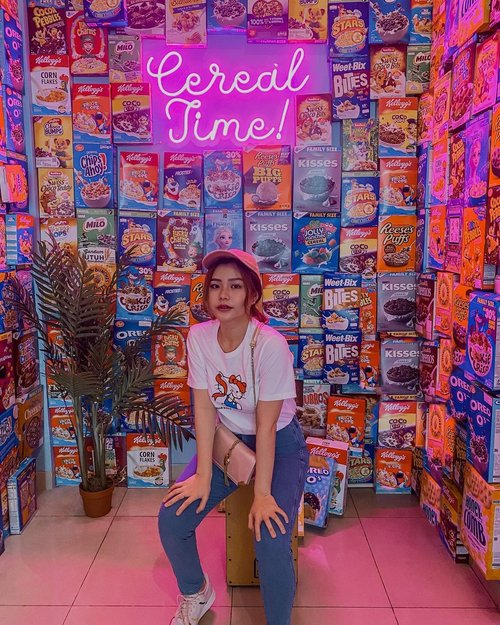 There's a little bit of magic in every box! Happy sunday!🥣✨ Close your day with cereal, why not? . . . . . #sunday #cereal #cerealtime #food #enjoy #clozetteid #jktspot #photography #photooftheday #cerealtime #happy #mood #colorful