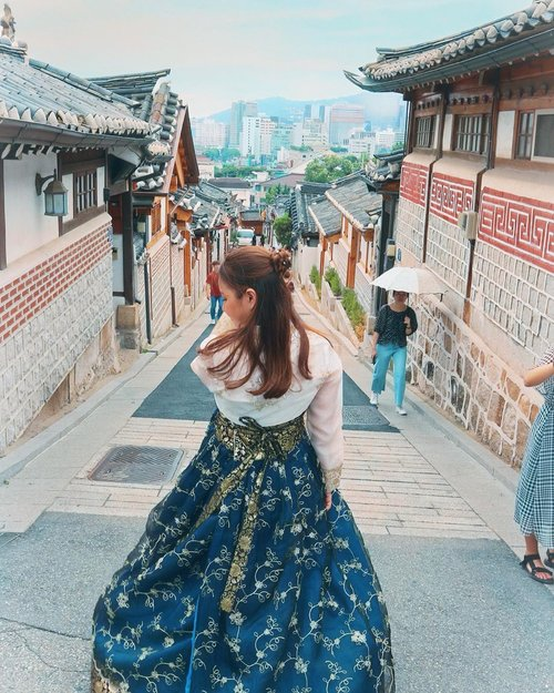 어디든 가치가 있는 곳으로 가려면 지름길은 없다✨ . . . . . #korean #hanbok #explorekorea #한국 #seoul #exploreseoul #holiday #summer #vielholiday #clozetteid
