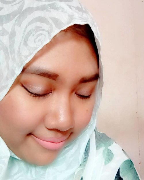 """Used lip cream from @mizzucosmetics X @ssssttttaaaarrrr """"Look at Me"""" without ombre technique 😂😂 . . *Sorry for awkward eyebrow 😂 . . #mizzuxssssttttaaaarrrr #mizzucosmetics #mizzu #lip #cream #matte #lookatme #clozetteid #instatoday #makeup"""