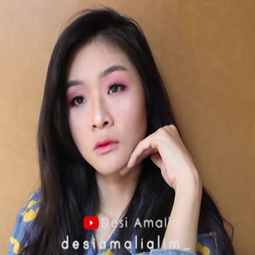 Have you check my full version video on youtube? Simple Makeup Look + try &review ultima product. Tutorial on my youtube. 👩👩👩 Check link on bio.  Product I used : ❤ serum @humphreyskincare.official golden whitening serum ❤ eye cream @innisfreeindonesia Orchid eye cream ❤primer @indonesia_etudehouse  beauty shot face blur ❤concealer @lagirlindonesia pro conceal nude ❤concealer @latulipecosmetiques_ perfect foundation ochre ❤foundation @ultimaii_id wonderwear stay liquid foundation ❤powder @cotyairspun_ extra coverage powder ❤eyebrow @thefaceshop.official designing eyebrow pencil ❤eyeshadow @thefaceshop.official watery tint 02  @etudehouseofficial rosy tint lips 08 ❤@etudehouseofficial styling pencil liner ❤eyeliner @wardahbeauty ❤contour&highlight @makeuprevolution ultra contour palette ❤blusher @eminacosmetics cheecklit pressed blush violet berry ❤mascara @lorealindonesia lash paradise ❤liptint @indonesia_etudehouse  dear darling oil tint RD301 ❤lip color @nyxcosmetics_indonesia butter lipstick  #clozetteid #beautybloggersolo #beautybloggerindonesia #indobeautygram #tampilcantik @indobeautysquad #indobeautysquad #tutorialmakeup @indobeautygram @beautybloggerindonesia @indovidgram #tutorial #makeup @clozetteid @femaledailynetwork @ragam_kecantikan #ragam_kecantikan #indovidgram #makeupparty #makeupfreckles #fakefreckles @tampilcantik