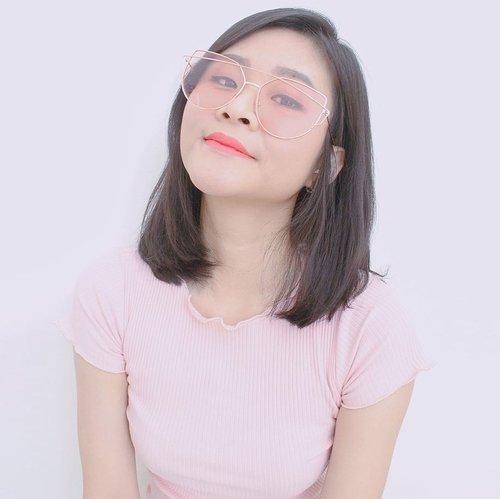 Kacamata kaya gini cuma 30 rb an aja loh.Review dan tempat belinya nonton di youtube aja ya 🤣🤣 https://youtu.be/W5mjZF_AAjo#kacamatamurah #clozetteid @clozetteid #fashion #style #stylish #love #me #cute #photooftheday #nails #hair #beauty #beautiful #instagood #pretty #swag #pink #girl #girls #eyes #design #model #sunglasses #styles #outfit #eyeglasses #shopping #glam