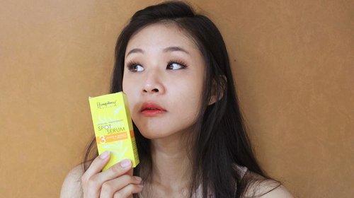 Halo girls! Aku mau kenalin nih produk serum dari @humphreyskincare.official  Varian serumnya ada macam2 disesuaiin dengan kebutuhan kulit kita masing2 : . 1. Vit C + whitening ( normal to oily skin) : untuk mencerahkan dan menutrisi kulit, ada kandungan vit C powder dan pro vit B3 tinggi yang bisa menetralisir minyak.  2. Vit C + collagen ( normal to dry skin) : untuk memperbaiki kulit kusam, menekan proses pigmentasi karena pengaruh UVB, sebagai antioksidan, menyamarkan kerut, mencerahkan kulit, dan mencegah penuaan.  3. Anti acne : untuk mengatasi jerawat dan kulit berminyak. Membuat kulit tampak lebih cerah dan lembut. Mengatasi peradangan pada kulit, mengecilkan pori sehingga kulit tampak lebih halus.  4. Golden whitening ( aging skin wrinkle, super dry, dull skin ) : untuk mencerahkan kulit wajah, melindungi kulit dari radikal bebas dan zat berbahaya, antioksidan, melindungi kulit dari radiasi ultraviolet dan paparan sinar matahari.  5. Spot Serum : untuk mencerahkan kulit, membantu menyamarkan flek hitam, menutrisi kulit.  Kalian bisa dapatkan produk ini di website @humphreyskincare.official , supermarket kaya carefour, apotek, dll.  #humpreyskincare #serum #beauty #beautyvlogger #review #dullskin #instabeauty #vitc #indonesiavlogger #beautyenthusiast #endorse #endorsement #beautybloggerindonesia #clozetteid #tampilcantik #preweddingphoto love #TFLers #tweegram #photooftheday #iphonesia #picoftheday#instadaily #instagramhub #beautiful #iphoneonly #instagood #bestoftheday #nofilter