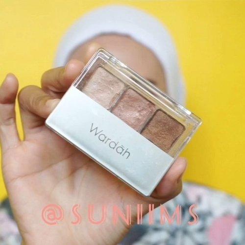 Simple Daily Makeup. Makeup look ini cocok banget di aplikasikan buat hangout atau pergi ke kampus 🤩..Product Detail :• Concealer : Mineral Botanica• BB Cushion : @shiseido - Neutral 3• Alis : Poppy Dharsono• Eyeshadow : Wardah - Classic C• Blush On : @peripera_official - #07• Mascara : @lorealmakeup lash paradise• Lips : @gobancosmetics x @molita_lin + @peripera_official #07...@tampilcantik @tips__kecantikan @ragam_kecantikan @bunnyneedsmakeup @tutorialmakeup_id #tampilcantik #tipskecantikan #ragamkecantikan #bunnyneedsmakeup #tutorialmakeupindo #clozetteid #wakeupandmakeup #wardahcosmetics #lorealmakeup #gobancosmetics #shiseido #makeuptutorial