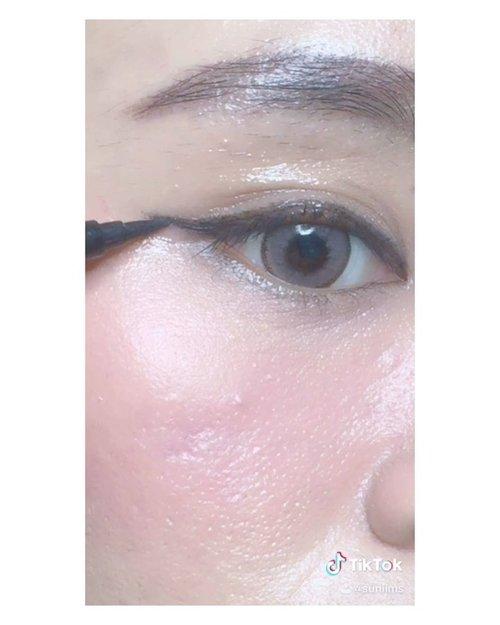 Wet makeup look ✨• PRODUCT MENTION :@dearmebeauty Clear Gloss - Crystal@gobancosmetics - Eyeliner...#ibs #bdgbb #tampilcantik #tutorialmakeupnatural #tutorialmakeup #tipskecantikan #ragamkecantikan #clozetteid