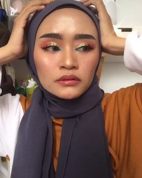 Helo there ✋🏻-----Makeup yang cocok untuk dijadikan makeup festival 🤭❤️Aku lagi senang makeup yang bold gini, hehe terlihat lebih beda aja gitu soalnya ✨...@indobeautysquad @bandungbeautyblogger @tampilcantik @tutorialmakeup_id @tutorialmakeup.idn #indobeautysquad #ibs #bdgbb #tampilcantik #tutorialmakeupnatural #tutorialmakeup #tipskecantikan #ragamkecantikan #clozetteid