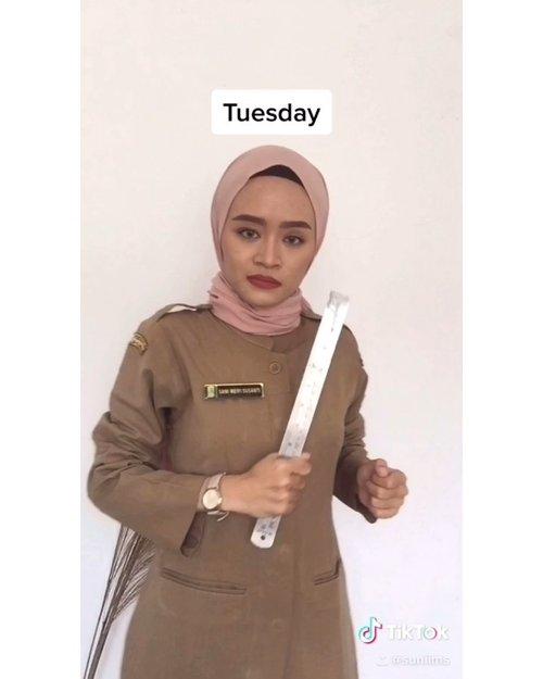 Edisi rindu pake seragam. Apapun seragamnya senjata utama tetep penggaris besi 😂🤭#justforfun yes ❤️...#tiktok #tiktokchallenge #chooseyourcharacter #clozetteid