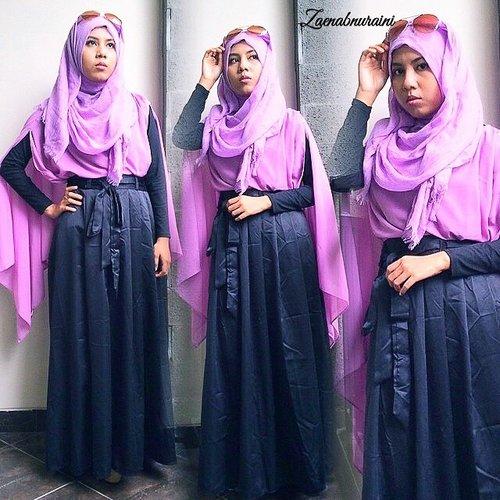 hello sunday 🌸⛅️ multishawl from @titanswardrobe  velvo skirt from @vievelehijab  shawl from @violet_hijab  syukron 👍😽😘 #tapfordetails  #ainihijabi #ClozetteId #hijabersID #hijab #hotd #hijabi #hijablook #hijabfashion #hijaboutfitindo #hijabstyleindo #recomended #outfit #ootd #ootdhijabindo
