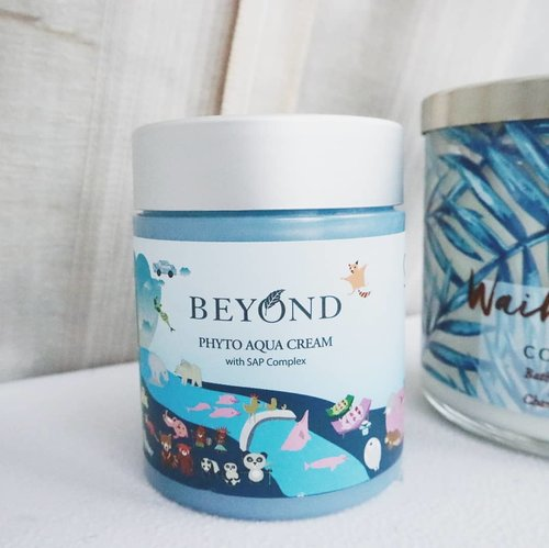 Ayee~ quick #ChellesReview for this Beyond's Phyto Aqua Cream with SAP complex 🎉 • • I tried @beyondcosmetics essence before but it didn't work well so before trying this cream I was skeptical but WOAH it is indeed now become one of my holy grail. The cream is more on the sticky and heavy texture, so I only use this at night before going to sleep. After 1 week of usage, MY SKIN IS SO SMOOTH AND HYDRATED! It goes back to it's original form and the flakiness just gone. The packaging is so cute and the jar is huge so it's not that convenient to bring for travelling and it doesn't come with spatula or applicator #toobad but since it works well for my skin I might repurchase it again but since we don't have anymore beyond here in Indonesia and I'm skeptical to buy skincare online, but anyway you guys should def. try this product out if you're dealing with dryness on your skin ❤ #ISC #IDSkincareCommunity #skincare #kbeauty #skincareroutine #clozetteid #abbeauty