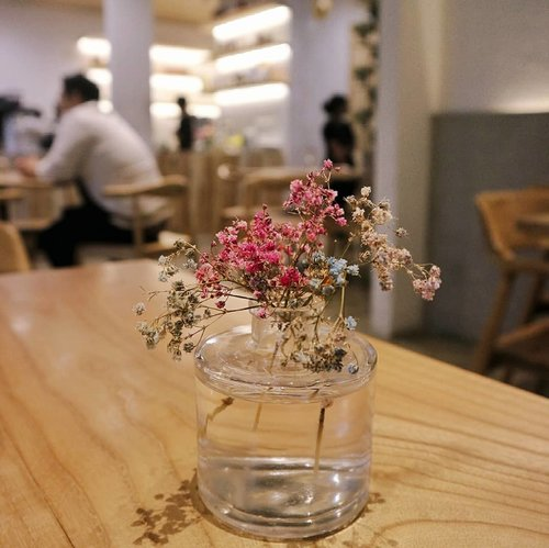 Flowers for Friday 🌼#morelikeforfeed.....#coffeeshop #restaurant #coffeeshopjakarta #café#wiw #whatiwear #outfitoftheday #lookoftheday#fashiongram #currentmood #currentlywearing #love #whatiwore #whatiworetoday #oufits #ootdshare #instafashion #fashionista #instalook  #fashion #lookbook #fashionblogger #ootd  #everydaylook #style #blogger #fashions #clozette #clozetteid