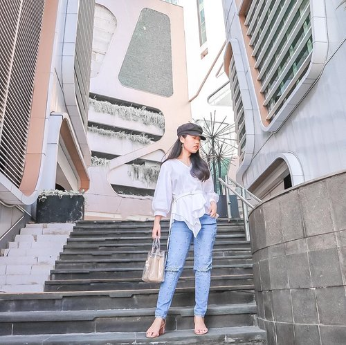 Classic blue Jeans and White top combo can't be wrong 💙 . . Have a great Monday all!  Wearing @hellolilo x @mmehuillet studded jeans ❤️ . . . #itselvinaaootd #ootdfashion #ootdstyle #shoxsquad #theshonetinsiders #clozetteid #lookbookindonesia
