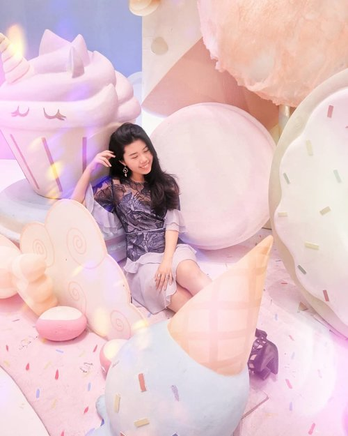 Getting lost in the sea of pastels and cute desserts 🍦🍭🍮🍩 at #moiunicornland @mallofindonesia . Find this spot and many cute spots here ! - - - - - - - - - #wiw #whatiwear  #lookbookindo #ootdindo #outfitoftheday #lookoftheday #fashiongram #currentmood #currentlywearing  #whatiwore #whatiworetoday #oufits  #fashionista  #lookbook  #fashionblogger #ootd  #everydaylook #style #blogger #fashions  #theshonetinsiders #itselvinaaootd #clozetteid #clozette