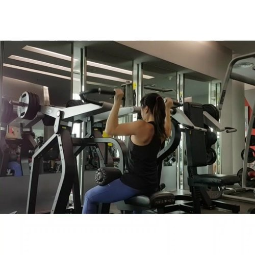 Lat pull down when not doing chin up #ilovelifting