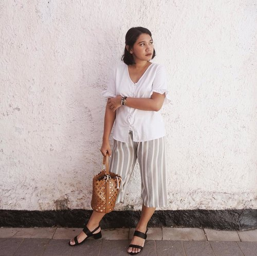 """<div class=""""photoCaption"""">Comfiest outfit 🙌🏻<br /> —<br />  <a class=""""pink-url"""" target=""""_blank"""" href=""""http://m.clozette.co.id/search/query?term=celliswearing&siteseach=Submit"""">#celliswearing</a><br />  <a class=""""pink-url"""" target=""""_blank"""" href=""""http://m.clozette.co.id/search/query?term=clozetteid&siteseach=Submit"""">#clozetteid</a><br />  <a class=""""pink-url"""" target=""""_blank"""" href=""""http://m.clozette.co.id/search/query?term=ggrep&siteseach=Submit"""">#ggrep</a><br />  <a class=""""pink-url"""" target=""""_blank"""" href=""""http://m.clozette.co.id/search/query?term=lookbookindo&siteseach=Submit"""">#lookbookindo</a> <br />  <a class=""""pink-url"""" target=""""_blank"""" href=""""http://m.clozette.co.id/search/query?term=whatiwear&siteseach=Submit"""">#whatiwear</a><br />  <a class=""""pink-url"""" target=""""_blank"""" href=""""http://m.clozette.co.id/search/query?term=whatiwore&siteseach=Submit"""">#whatiwore</a></div>"""