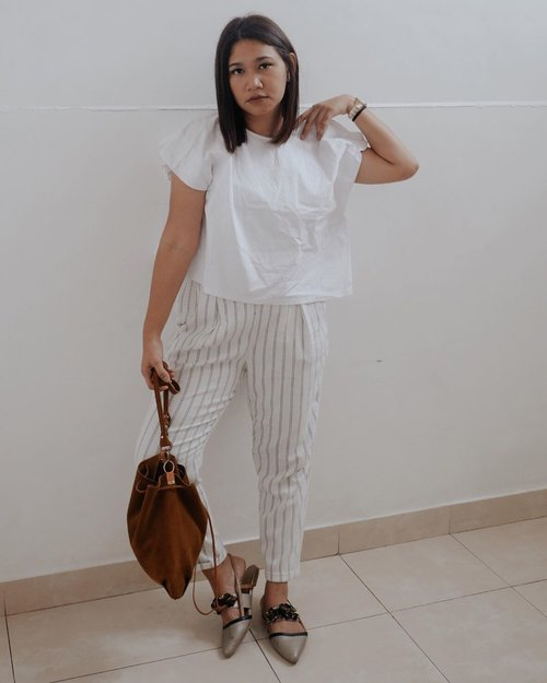 Simplicity is my go to. Also this pants again. 😂😂😂 Well, talking about capsule wardrobe ;) -  Hehe but to be honest, this year Im going to try the minimalism in my closet. I will invest in something that I will wear everyday and over again. #celliswearing  #clozetteid #ootdindokece