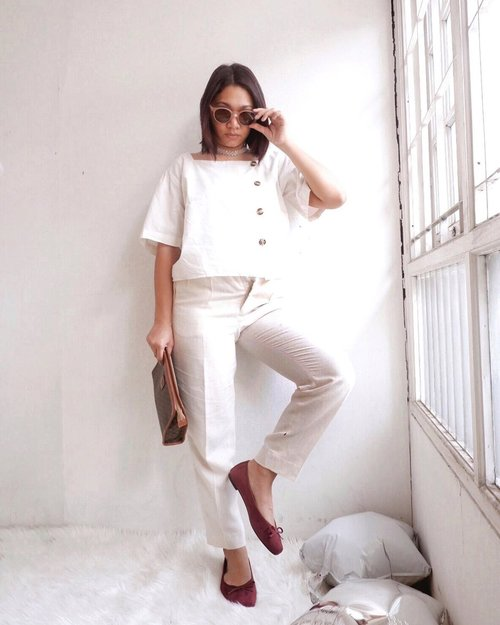 Channeling high fashion pose be like ~ 🤪 - Jadi inget dl kerja di majalah ngarahin gaya begini ke model2 pro hehehehe #CellisWearing #ClozetteID