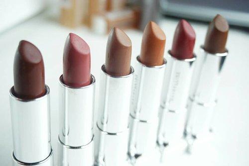 Yeay !!!! Akhirnya aku punya semua warna dari Lipstik Maybelline The Powder Mattes 💄❤😍.. Bdw, kecuali foto terakir adalah ke 6 warna terbaru Lipstik Maybelline The Powder Mattes , dan juga sekaligus Harga terbaru guys. Satu Lipstik ONLY 55.000 ribu 😍😍.. Kalian juga bisa koleksi kesemua warna-warna lipstik yang cantik banget ini loh !. Dengan formula yang tetap sama Which is ( Bagus ), warna terbaru nya lengkap dan aku banget ❤❤.. Kalau kalian mau lihat lebih lengkap warna-warna lipstik Maybelline The Powder Mattes , kalian bisa mampir ke blog aku www.yossisibarani.com, atau kalian bisa nonton video review ke 6 warna terbarunya di BIO atas yah 😊. #maybellineindonesia  #maybelline #ThePowderMattes  #lipstik #Lipstick  @maybelline  #BeautynesiaMember  #MaybellineHaul